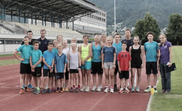 Junge Kadersportler stellen sich Leistungstests